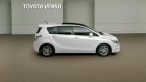 Toyota-Verso-dans-le-salon